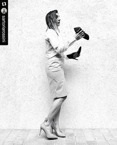 Quello che una donna non sa.. #sartoriaRossini w/ @sergio_amaranti & @danilodilea #madeinMarche  #Repost @sartoriarossini with @repostapp #shoes #donna #scarpe #fashion #style by danilodilea