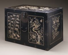 Box with Bamboo, Flowers and Birds East Asian Countries, Korean Art, Korean Traditional, Traditional Furniture, Colorful Furniture, Box Art, Chinoiserie, Art Museum, Jewelry Box