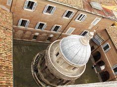 Bramante, Tempietto di S. Pietro in Montorio, Roma. Eh già, si trova proprio in un cortile...