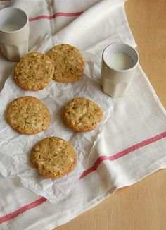 White chocolate, pistachio and lemon cookies / Cookies de chocolate branco, pistache e limão siciliano by Patricia Scarpin, via Flickr