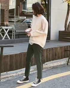 casual outfit with converse Look Fashion, Korean Fashion, Winter Fashion, Fashion Outfits, Fashion Tips, 80s Fashion, Spring Fashion, Vintage Fashion, Fall Outfits