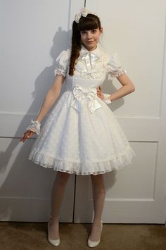 Tea Party White- Outfit for new tea shop. Pinned before, but too good not to pin again.