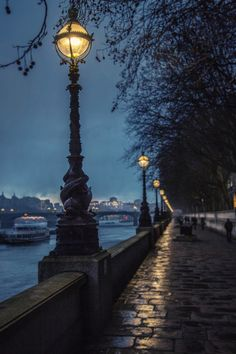 lensblr-network: And tonight the world is mud-licious and puddle-wonderful… @ Ronya Galka Photography. photo by street-photography-london. London Street Photography, City Photography, Landscape Photography, Nature Photography, London Fotografie, City Aesthetic, City Lights, Street Lights, Belle Photo