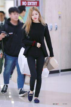Rose of Blackpink. Blackpink Fashion, Fashion Idol, Korean Fashion, Blackpink Outfits, Korean Outfits, Kpop Mode, Divas, Black Pink, 1 Rose