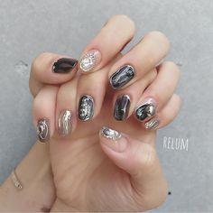 ご来店ありがとうございます😍💕 design🌈 @relum_noriko #nail#nails#nailart#gelnails#naildesign#fashion#relum#ネイル#ネイルアート#ニュアンスネイル#リルム#恵比寿#恵比寿ネイルサロン#恵比寿ネイル 東京都渋谷区恵比寿4-11-8グランヌーノ502 お問い合わせご予約 ℡03-6450-4230 LINE🆔→relum0401re *完全予約制 Luv Nails, Gray Nails, Nail Polish Designs, Nail Art Designs, Finger Art, Pointed Nails, Japanese Nail Art, Feet Nails, Perfect Nails