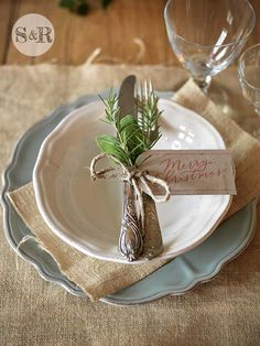 christmas-table-decorations-35-1-kindesign