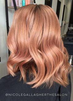 Rose Gold Hair Color Ideas - Make up - Cheveux Peach Hair Colors, Pastel Pink Hair, Hair Color Pink, Lilac Hair, Green Hair, Blorange Hair, Rose Hair, Bad Hair, Hair Color 2018