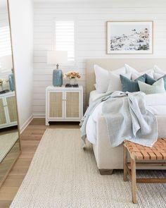 Small Room Bedroom, Cozy Bedroom, Bedroom Wall, Bedroom Decor, Apartment Decoration, Minimalist Home Interior, Bedroom Styles, Fashion Room, Inspired Homes