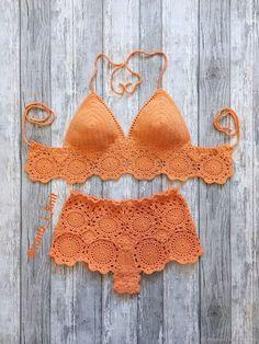 Little Treasures: Summer Trend: Crochet Motif Bikini - summer trends Crochet Bikini Pattern, Crochet Shorts, Crochet Motif, Crochet Clothes, Knit Crochet, Motif Bikini, Mode Du Bikini, Mode Crochet, Diy Kleidung