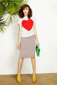 sweatshirt top + pencil skirt + bright platform heels