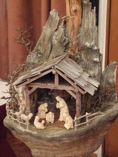 Nativity Stable, Christmas Nativity Scene, Nativity Crafts, Christmas Scenes, Christmas Tree Ornaments, Holiday Crafts, Christmas Decorations, Christmas Cave, Christmas Crib Ideas