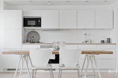 Tässä Sinulle mukavalla ja suositulla Koivulan asuinalueella 3.kerroksessa sijaitseva kolmio, joka juuri remontoitu lattiasta kattoon.  Tässä nuorekkaasti ja hyvällä maulla remontoidussa asunnossa on kaikki, mitä kodilta voi vaatia. Vaaleat pinnat luovat avaruutta ja tilan tuntua. Avokeittiössä laadukkaat, integroidut kodinkoneet sekä valkoiset kaapistot. Tämän valoisan ja avaran asunnon ikkunat ovat länteen, joten parvekkeella voit nauttia ilta-auringon paisteesta ja lämmöstä. Vehreästä…