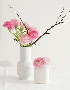 Ranunkeln in Vintage Vase -   www.azurweiss.de