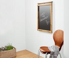 69,95 € Platzsparender Klapptisch  Dieser Tisch macht gerade in kleinen Räumen eine schlanke Figur. Die Tischplatte lässt sich platzsparend an die Wand klappen – ganz nach Bedarf. Rahmen und Wandhalterung sind aus hochwertigem Eichen-Massivholz gefertigt.