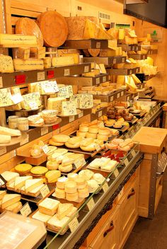 Une fromagerie à Paris ♡ fromage ♡ cheese ♡ Käse ♡ formatge ♡ 奶酪 ♡ 치즈 ♡ ost ♡ queso ♡ τυρί ♡ formaggio ♡ チーズ ♡ kaas ♡ ser ♡ queijo ♡ сыр ♡ sýr ♡ קעז Cheese Art, Wine Cheese, Cheese Plates, Antipasto, Deli Shop, Cheese Store, Cheese Display, Fromage Cheese, Kinds Of Cheese
