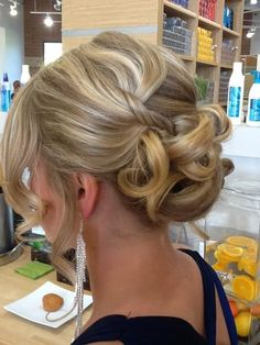 wedding updo +++For tips and advice on #hair #beauty and #makeup, visit http://www.makeupbymisscee.com/