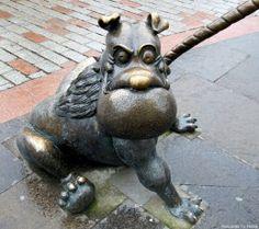 Desperate Dawg (The Dandy) Statue, Dundee, Scotland