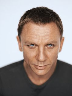 Daniel Craig those blue eyes look exactly like the ones of my love!