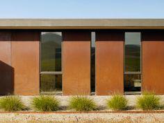 Striking rural dwelling: Paso Robles Residence