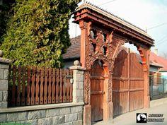 Egy mesteri székelykapu Kézdivásárhelyről - Diy Crafts for The Home Fence Gate, Fences, Home Crafts, Diy Crafts, Hungarian Embroidery, Wooden Gates, Doorway, Wood Carving, Hungary