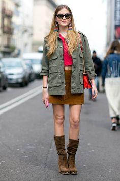 Chi si rivede! La giacca kaki (un classico) con la minigonna in renna. Gli orecchini stile navajo danno un giusto tocco stylish all'outfit.  -cosmopolitan.it