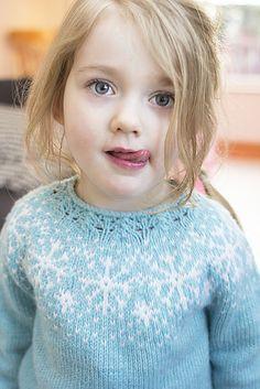 Ravelry: Project Gallery for Frozen sweater pattern by Steinunn Birna Gudjonsdottir Fair Isle Knitting, Loom Knitting, Free Knitting, Knitting Machine, Moda Crochet, Pull Crochet, Crochet Granny, Crochet Baby Sweater Pattern, Baby Sweater Patterns