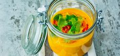 Bilde av gulrotsuppe med chili, appelsin og ingefær Clean Eating Recipes, Cooking Recipes, Healthy Recipes, Healthy Dinners, Healthy Food, Slow Cooker Soup, Guacamole, Stew, Chili
