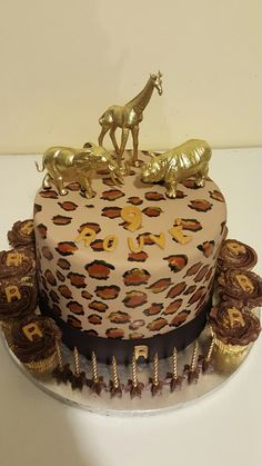 Out of Africa Daisy Cupcakes, Out Of Africa, Decorative Boxes, Birthday Cake, Desserts, Food, Tailgate Desserts, Birthday Cakes, Dessert