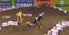 """In lupta cu Roczen, Stewart comite o geseala pe sectiunea """"Whoops-urilor"""" fiind nevoit sa se retraga din prima etapa a AMA Supercross 2014 – Anaheim 1"""