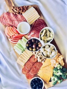 charcuterie board Share or save for later!Putting together a healthy charcuterie plate is an easy and impressive way to create a special weekend meal or wow friends and family with a Charcuterie Board Meats, Plateau Charcuterie, Charcuterie Plate, Charcuterie Recipes, Charcuterie And Cheese Board, Cheese Boards, Cheese Appetizers, Appetizer Plates, Appetizer Recipes