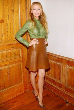 Blake Lively - A-Line leather skirt Mode Blake Lively, Blake Lively Style, Party Fashion, Love Fashion, Autumn Fashion, Green Fashion, Celebrity Red Carpet, Celebrity Style, Celebrity Shoes