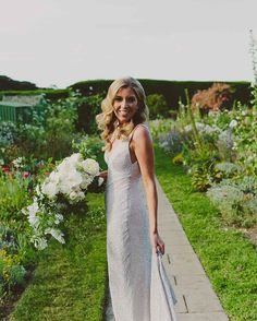 Lovely walk in the garden // Photography: Beck Rocchi Photography