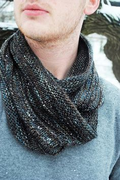 cowl - free pattern. If I can get my knitting skills in action.