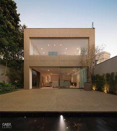 Casa de estilista é vestida com painéis metálicos - Casa