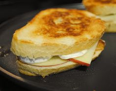 Apple Brie Grilled Cheese... yum!