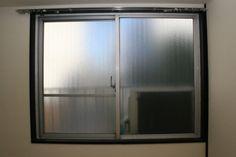 【賃貸OK】DIYで窓を断熱!ポリカーボネートを材料に1万円以下で二重窓を作ってみた♪|LIMIA (リミア) Bathroom Medicine Cabinet, Decor, Armoire, Home Decor, Bathroom