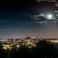 Feliz Pascua de Resurrección desde nuestro lugar preferido... #Toledo