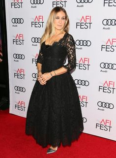 Sarah Jessica Parker Photos Photos - Sarah Jessica Parker attends the Premiere of Rules Don't Apply during the AFI Fest opening night, in Hollywood, California, on November 10, 2016. / AFP / JEAN BAPTISTE LACROIX - AFI FEST 2016 - Opening Night Premiere Of 'Rules Don't Apply' - Red Carpet
