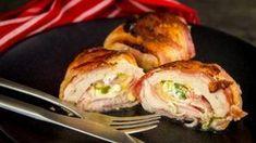 Arrotola il pollo nella pasta sfoglia e poi inforna! Il risultato ti delizierà.INGREDIENTIpasta sfoglia senape petto di pollo sale pepe salame formaggio a fette PREPARAZIONE1.