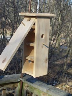 Photos that will help cleaning bird feeders of your favorite pet birds : Cleaning Bird Boxes. Decorative Bird Houses, Bird Houses Diy, Bird House Feeder, Bird Feeders, Garden Projects, Wood Projects, Bird House Plans, Bird Boxes, How To Attract Birds