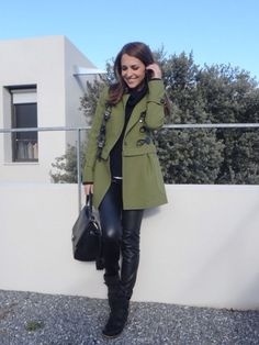 Paula con abrigo desmontable,en color verde oliva, como siempre perfecta!!