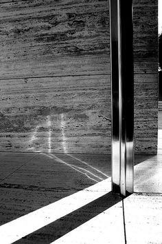 Rebuilt Barcelona Pavilion in Barcelona, Spain. Originally for the World Fair of Ludwig Mies van der Rohe Amazing Architecture, Architecture Details, Modern Architecture, Pavilion Architecture, Building Architecture, Chinese Architecture, Bauhaus, Barcelona Pavilion, Barcelona Spain