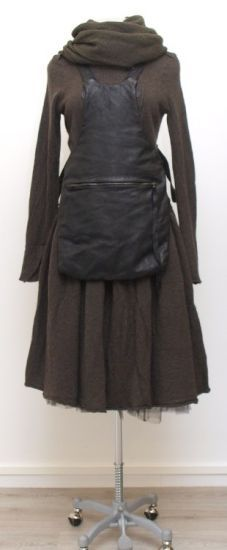 leather apron with zip pocket!