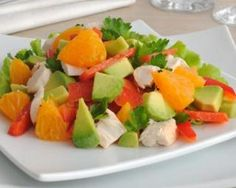 Salade de blanc de dinde à l'avocat et orange : http://www.fourchette-et-bikini.fr/recettes/recettes-minceur/salade-de-blanc-de-dinde-lavocat-et-orange.html