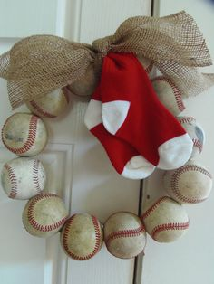 @Katie Hrubec Hrubec Hrubec Libby OMG!! I'm in love with this wreath! Boston Red Sox Wreath