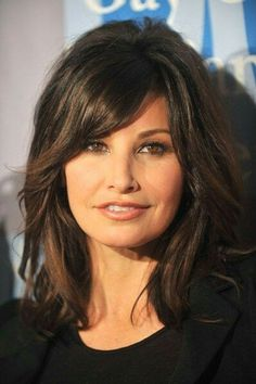 Gina Gershon always looks so cheerful and stylish, even though she is already over Her beauty an Medium Hair Styles, Curly Hair Styles, Funky Hairstyles, Brunette Hair, Layered Hair, Great Hair, Hair Today, Hair Dos, Hair Lengths