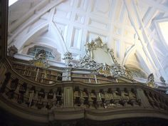 Storyboard  Mafra National Palace - Library with marble floors, bookshelves in Rococo style and a collection of over 36,000 books with leather bookbinding etched gold - (88 m long, 9.5 m wide and 13 m high).