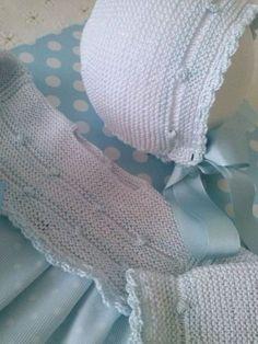 Mi Canastilla: Modelos mi canastilla de bebé# faldoncitos Dublin Baby Hats Knitting, Knitting For Kids, Knitted Hats, Crochet Baby, Knit Crochet, Baby Bonnets, Christening Gowns, Baby Socks, Cute Baby Clothes