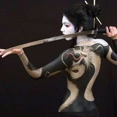 You are in the right place about katana futuristas Here we offer you the most beautiful pictures about the katana sasuke you are looking for. Geisha Kunst, Geisha Art, Yakuza Tattoo, Ronin Tattoo, Body Art Tattoos, Girl Tattoos, Samourai Tattoo, Sword Poses, Katana Girl