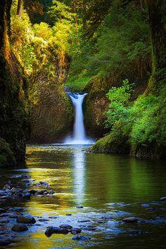 Punchbowl Falls on Eagle Creek, Oregon; photo by Inge Johnsson